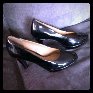 New Out of box CLARKS BLACK PATENT HEELS